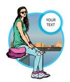 Jonge vrouwen in vrijetijdskleding op stadsachtergrond Royalty-vrije Stock Afbeeldingen
