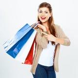 Jonge vrouwengreep het winkelen zak Geïsoleerde witte achtergrond Stock Afbeeldingen