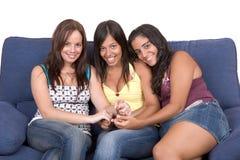 Jonge vrouwenvriendschap Stock Afbeelding
