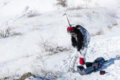 Jonge vrouwenvulling gaan ski?end Royalty-vrije Stock Foto