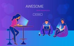 Jonge vrouwenzitting bij de lijst met laptopn en het spreken en het werken royalty-vrije illustratie