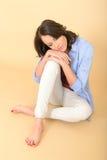 Jonge Vrouwenzitting bij Vloerdag het Dromen Stock Foto's