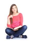 Jonge vrouwenzitting neer op vloer stock foto's