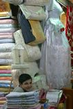 Jonge Winkelier in Al-Madina Souq, Aleppo - Syrië Stock Afbeeldingen