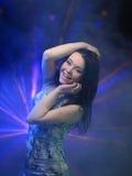 Jonge womanl die op de partij dansen royalty-vrije stock foto's