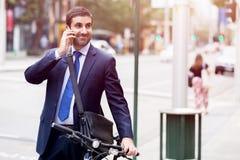 Jonge zakenlieden met een fiets Stock Foto