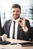Jonge zakenman in bureau royalty-vrije stock foto's