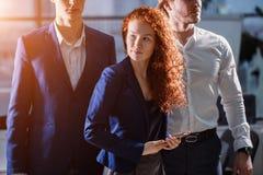 Jonge Zakenman With Business Team Royalty-vrije Stock Afbeeldingen