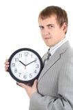 Jonge zakenman die een klok houdt Royalty-vrije Stock Foto