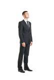 Jonge zakenman die iets op wit bekijken Royalty-vrije Stock Foto's