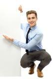 Jonge zakenman die iets toont Stock Afbeelding