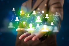 Jonge zakenman die modern technologie sociaal netwerk ma voorstellen Stock Foto