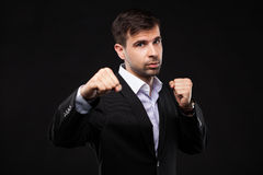 Jonge zakenman in een zwart kostuum Stock Foto's