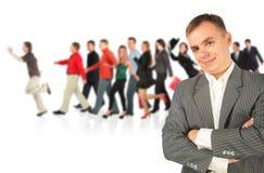 Jonge zakenman en lopende groep royalty-vrije stock afbeelding