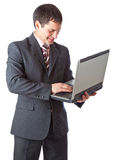Jonge zakenman met laptop. Stock Foto