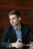 Jonge zakenman met tablet Royalty-vrije Stock Afbeeldingen