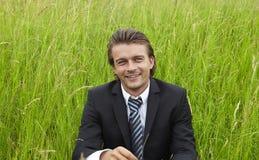 Jonge zakenman op de gebieden Royalty-vrije Stock Afbeelding