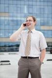 Jonge zakenman op de telefoon Royalty-vrije Stock Foto's