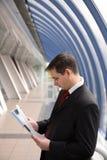Jonge zakenman op kantoor Stock Fotografie