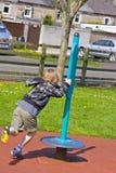 Jonge zes éénjarigen jongen het spelen Royalty-vrije Stock Afbeeldingen