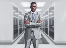 Jonge zwarte mens in serverruimte Royalty-vrije Stock Foto