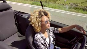 Jonge Zwarte Sexy Dame Driving The Car stock video