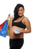 Jonge Zwarte zwanger met het winkelen zakken Royalty-vrije Stock Afbeeldingen
