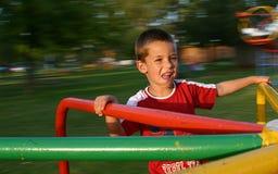 Jongen 2 van de speelplaats stock afbeelding