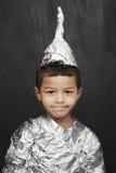 Jongen in Aluminiumfolieridder Costume Stock Foto's