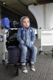 Jongen bij de luchthaven Royalty-vrije Stock Afbeeldingen