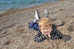 Jongen bij het strand Royalty-vrije Stock Afbeelding