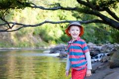 Jongen bij vakantie Stock Fotografie