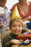Jongen bij verjaardagspartij. Stock Afbeelding