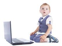 Jongen bij zijn laptop Royalty-vrije Stock Fotografie