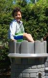 Jongen bovenop kasteel Royalty-vrije Stock Fotografie