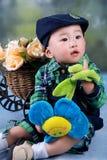 Jongen in de herfst Stock Fotografie
