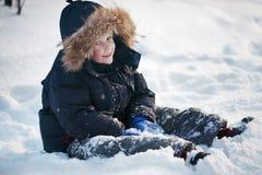 Jongen in de sneeuw Royalty-vrije Stock Afbeelding