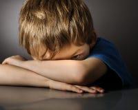 Jongen in depressie Stock Afbeelding