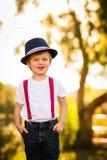 Jongen die blauwe hoed dragen Royalty-vrije Stock Foto