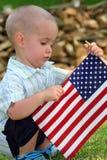 Jongen die de Vlag houdt Stock Afbeelding
