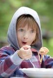 Jongen die Deegwaren eten royalty-vrije stock fotografie