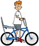 Jongen die een fiets berijdt Stock Foto