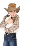 Jongen die een huisdierenkip knuffelt Stock Foto's