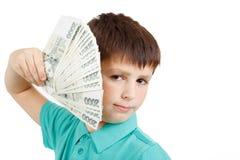 Jongen die een ventilator van Tsjechische kroonbankbiljetten houden Stock Foto