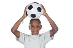 Jongen die een voetbalbal houdt stock foto