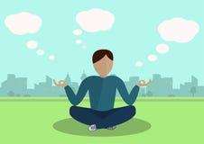 Jongen die in het Park mediteren Stock Foto's