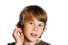 Jongen die hoofdtelefoons draagt Royalty-vrije Stock Foto
