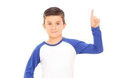 Jongen die met een vinger benadrukken stock afbeelding