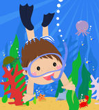 Jongen die onder water zwemt Stock Foto