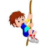 Jongen die op een kabel slingeren Stock Foto's
